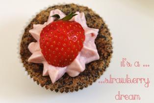 Mohn, Schoko-Schoko Cupcakes mit Erdbeer- und Zitronentopping02